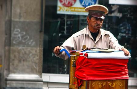 A lonely organillero in Mexico City | © Verino77 / Flickr