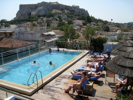 Electra Palace Hotel with a rear view of the Acropolis | © Σταύρος/flickr