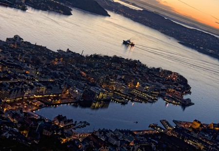 Bergen at sunset © TimOve / Flickr