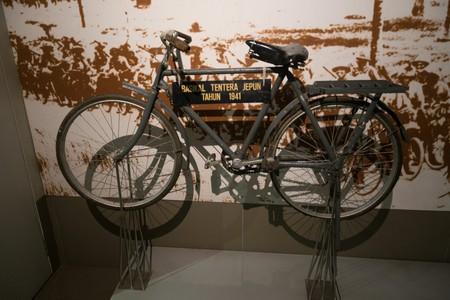 Cycling has been a part of Malaysian history for a long time | © Thomas Quine / Flickr <https://www.flickr.com/photos/quinet/32075837520/in/photolist-QSr3Zo-62iUTa-eiAXEf-eivdjM-eiAY3y-eivdQD-eiAXEE-eiAY4m-eivdTk-eivdSv-eivdzv-eivdEX-eivdRa-eivdTz-eivdvM-eivdmx-eiAXGU-eiAXAW-eivdKc-eivdFF-eiAXX1-eiAXBA-eivdQP-eiAXxf-eiAXXh-eivdwx-eiAY1C-eiAXCY-eiAXDC-eivdNx-eivdw2-eivdjt-eiAXFj-eiAXZC-eiAXXd-y8eUJ-qbJA4u-dkaK6F-4fW5MN-6xrKvV-62iUuX-VQnSBZ-dYqQMH-djuFEt-jEYqWq-6VkWFD-82Qn5h-qdTwmd-5dVyrb-9fNpRc>