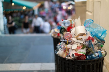 Overflowing trash cans in Venice | ter-burg/Flickr