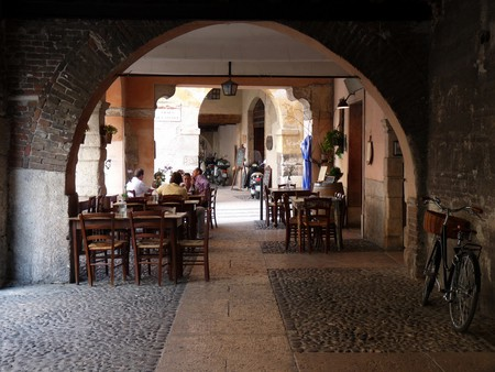Cafe in Verona | ltangelini/Flickr