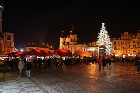 Christmas markets in Old Town Square  ©Ulrika / Flickr