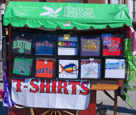 T-Shirts Boston Common   © Ron Cogswell/Flickr
