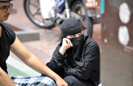 Woman in a burqa   © exit 1979 / flickr