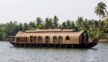 Boathouse Kerala © Saad Faruque / Wikimedia Commons