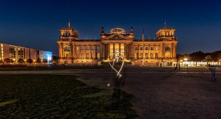 """<a href=""""https://pixabay.com/en/bundestag-reichstag-capital-442637/"""" target=""""_blank"""" rel=""""noopener noreferrer"""">Love Berlin   LoboStudioHamburg / Pixabay</a>"""