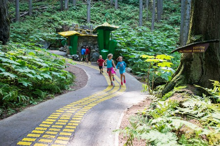 Follow the Yellow Brick Road | © The Enchanted Forest