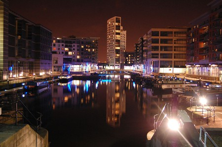 Leeds at night | © Wikimedia Commons