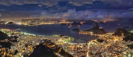 Rio de Janeiro at night I © Rafael Defavari/WikiCommons
