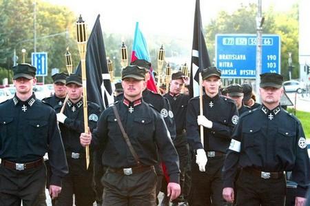 Marian Kotleba marches    © Matúš Tremko/ Wikimedia