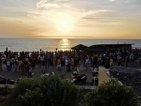 Sunset at the beach I Courtesy of Lagunak Cabane