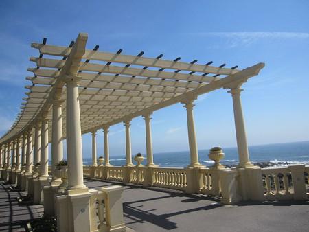 The iconic Pérgola da Foz walkway at Praia do Molhe I © Asthorone/WikiCommons