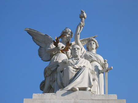 The statue of Juárez on Mexico City's Hemiciclo a Juárez   © Omar/Flickr