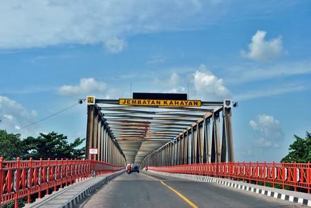 The Kahayan Bridge in Palangkaraya, Indonesia   © Everyone Sinks Starco / Flickr