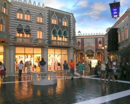 Shopping inside the Venetian | © Michael Gray / Flickr
