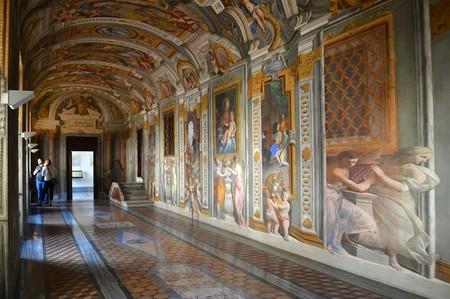 The Pozzo Corridor located beside the Church of the Gesù | © Livia Hengel
