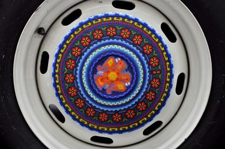 Huichol hubcaps on the Beetle | © katiebordner/Flickr