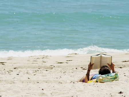 Reading on the beach. Photo: Jgoge123/Flickr
