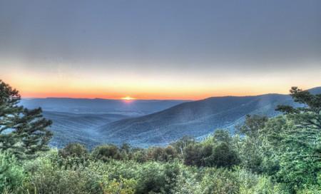 Sunset over the Blue Ridge Mountains, Virginia   © Aaron Garza/Flickr