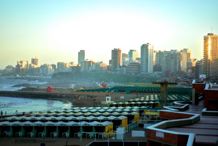 The beach and city in Mar Del Plata | © Beatrice Murch/Flickr