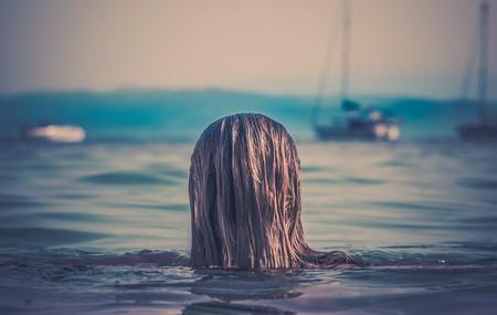 Woman swimming / Public domain / Pixabay