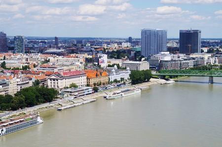 Bratislava's riverfront promenade along the Danube | © Ajale/Pixabay