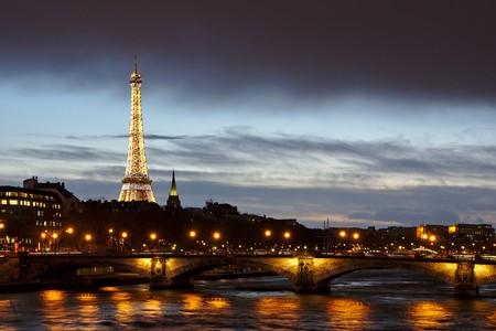 Eiffel Tower at night | Pixabay