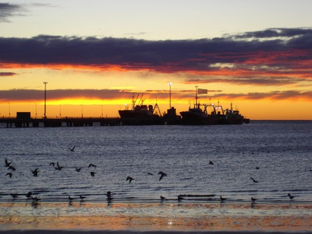 The sun sets over Puerto Madryn and its inhabitants | © Gustavo Perretto/Flickr