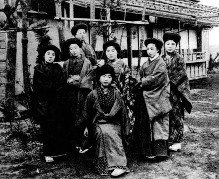 Members of Japan's first feminist magazine Seitō ('Bluestocking'), in Seitō Feb 1912 issue | Public Domain