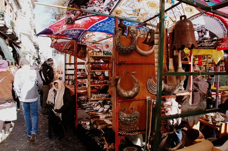 A random assortment of antiques at the San Telmo market | © LWYang/Flickr