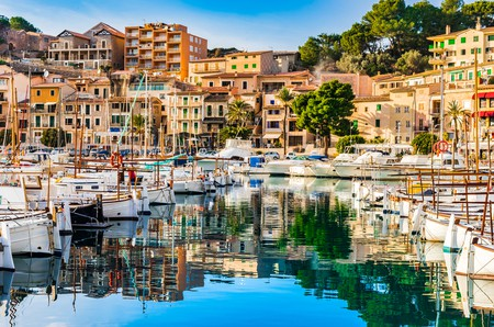 Beautiful view of Port de Soller, Majorca island, Spain Mediterranean Sea | © vulcano / Shutterstock