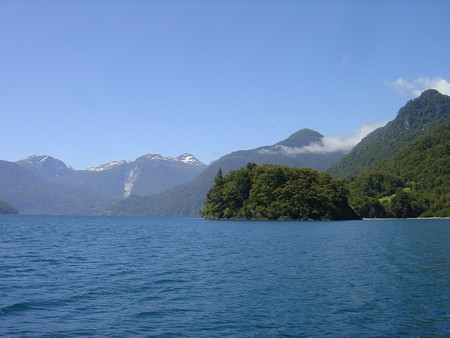 The incredible Cruce de Lagos across the Lago Todos Los Santos, Chile | © Robert Cutts/Flickr