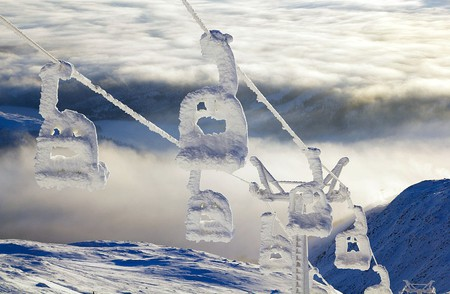 "<a href = ""https://www.flickr.com/photos/andersc77/5335118767/""> Snow lift 