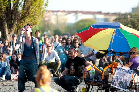 Mauerpark's weekly karaoke sessions | © sfreimark / Flickr