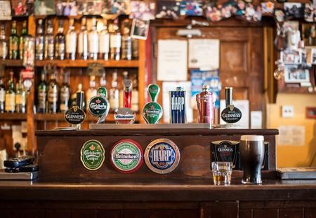 Proper pub   © Christian_Birkholz/Pixabay