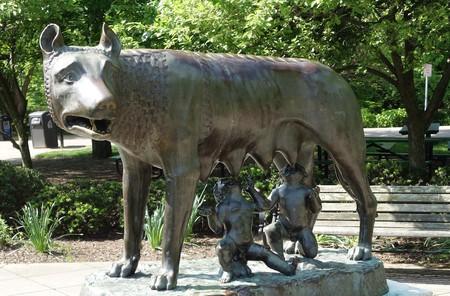 The Capitoline Wolf statue in Cincinnati, Ohio | © Daderot / WikiCommons