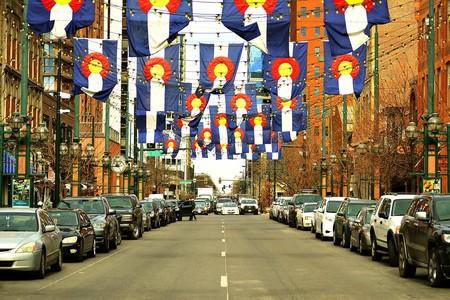 Colorado flags over Larimer Square | © quinntheislander/PixaBay