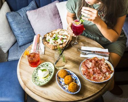 Dining at Mamma Primi │© Sébastien Pontoizeau, Courtesy of Mamma Primi