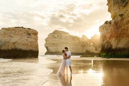 The Algarve provides the perfect romantic setting | © Matt and Lena Photography
