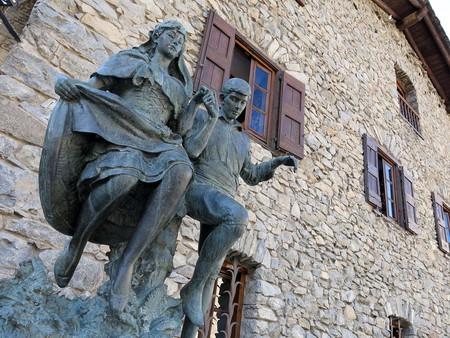 Sculpture by Josep Viladomat | © Enfo / Wikimedia Commons