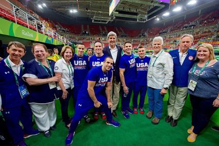 U.S. Men's Olympics Gymnastics Team with U.S. Secretary of State John Kerry at Rio Summer Olympics | ©U.S. Department of State / WikiCommons