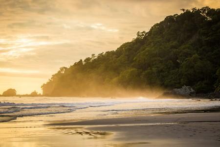 Sunset spray in Costa Rica | © Sergey Golubin/Shutterstock