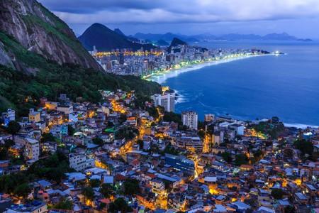 Vidigal favela and the Copacabana illuminated at night | © Hethers/Shutterstock