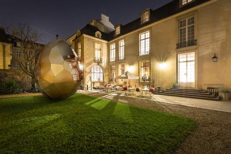 Montage of Solar Egg in Paris | © Vinciane Verguethen