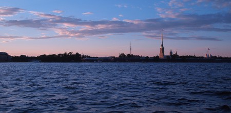 The Neva river at dusk I © epicantus/Pixabay