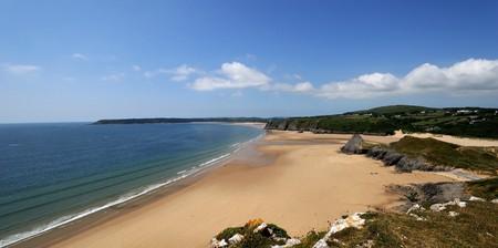 Three Cliffs Bay, Wales   By Saffron Blaze/Wikicommons