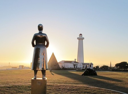 Port Elizabeth Donkin and sculpture | © Suzi-k/Wikimedia Commons
