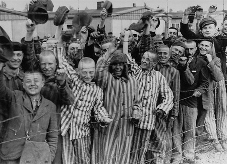 Prisoners liberation Dachau |© Wikimedia Commons