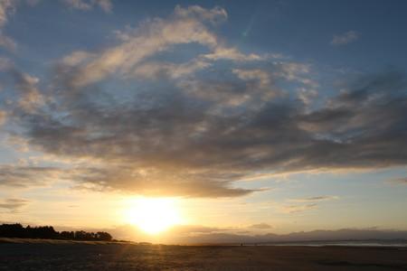 Sun Rays Over Tahunanui Beach, Nelson   © Tim Mcnamara/Flickr
